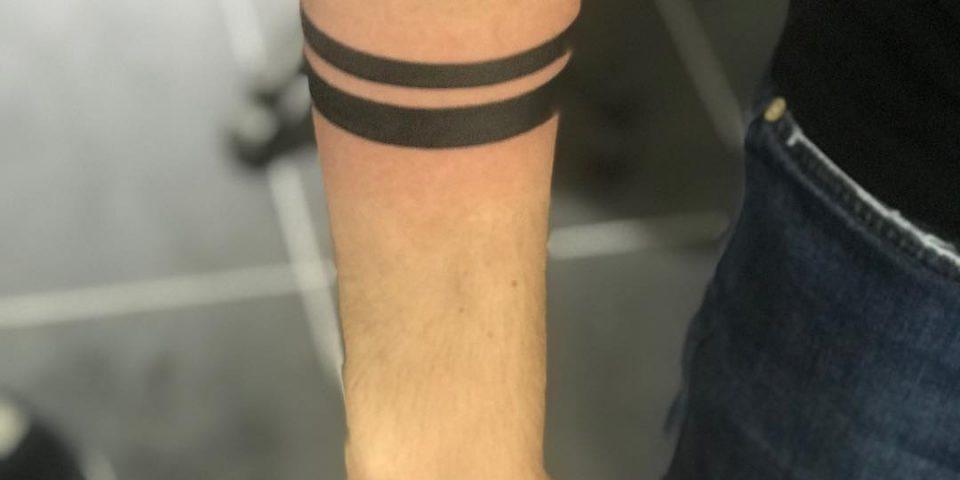 kol bandı dövmesi