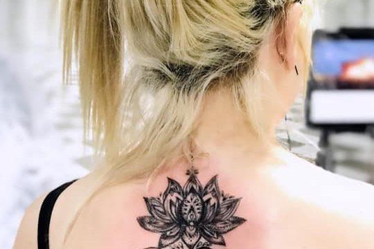 Lotus dövmesi bayan sırt ankara dövmeci