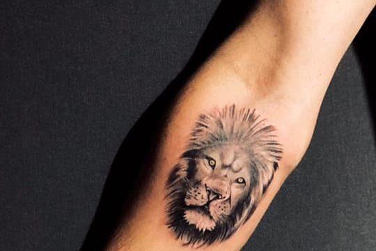 aslan dövmesi