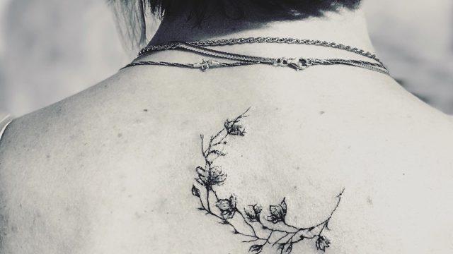 çiçek dövmesi hilal