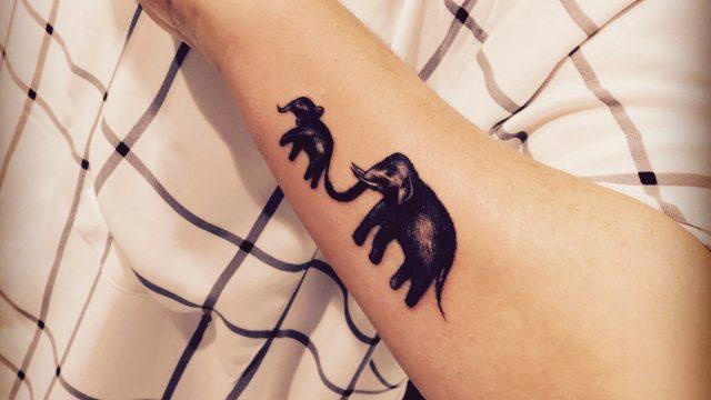 anne yavru fil dövmesi