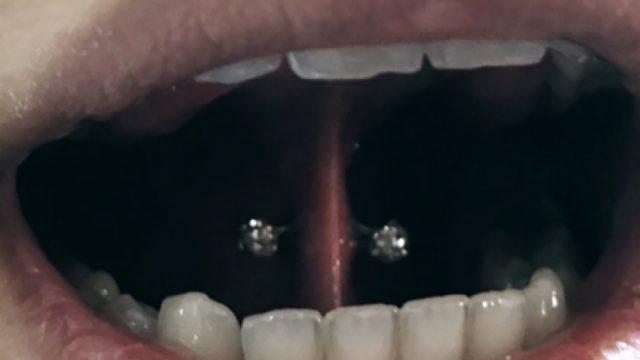 dil altı piercing