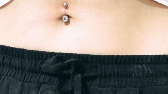 göbek piercing taşlı