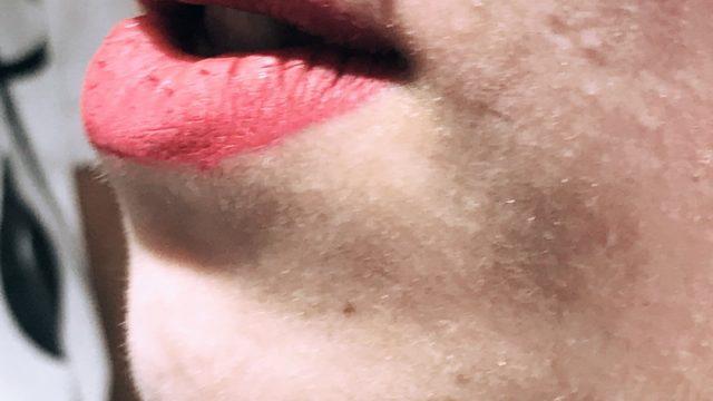 dudak üstü piercing