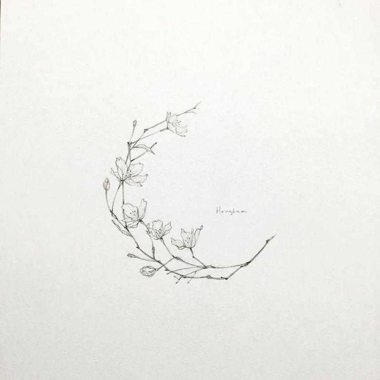 ay çiçek dövme modeli