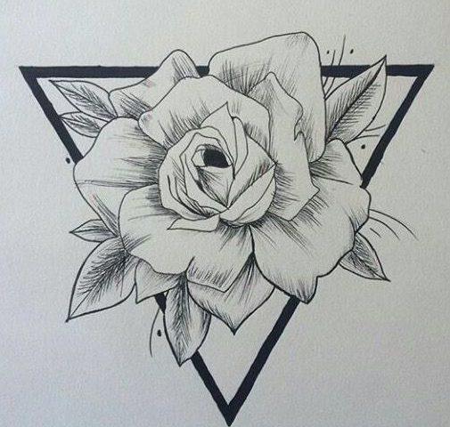 üçgen gül dövme mıodeli